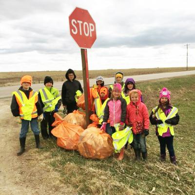 Plymouth Cloverleaf 4-H Club members cleanup trash along local highway