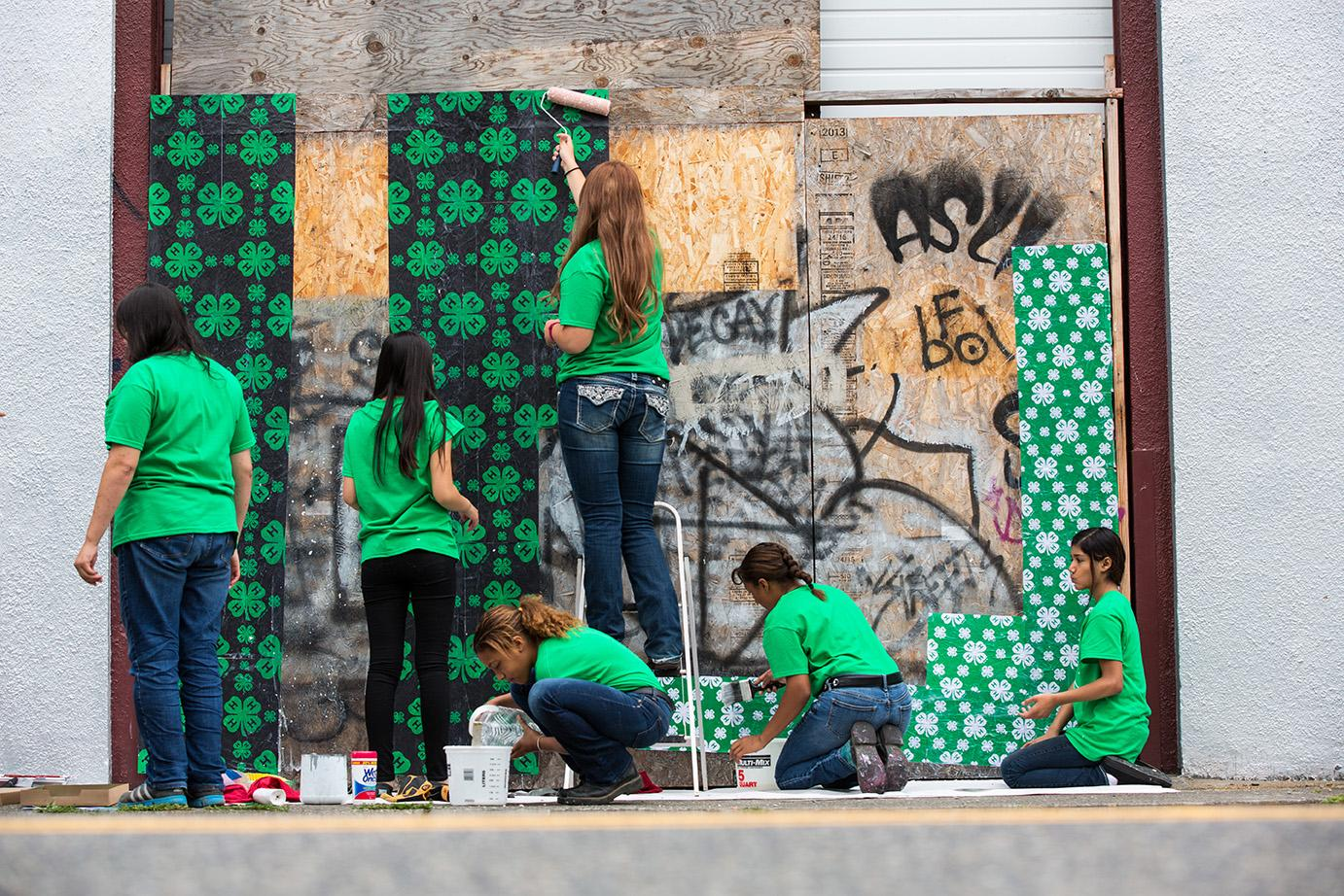 youth covering graffiti as a community service project